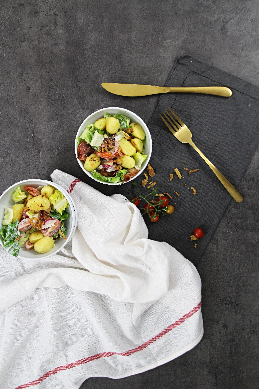 Kartoffelknödelsalat mit Bacon und Röstzwiebeln