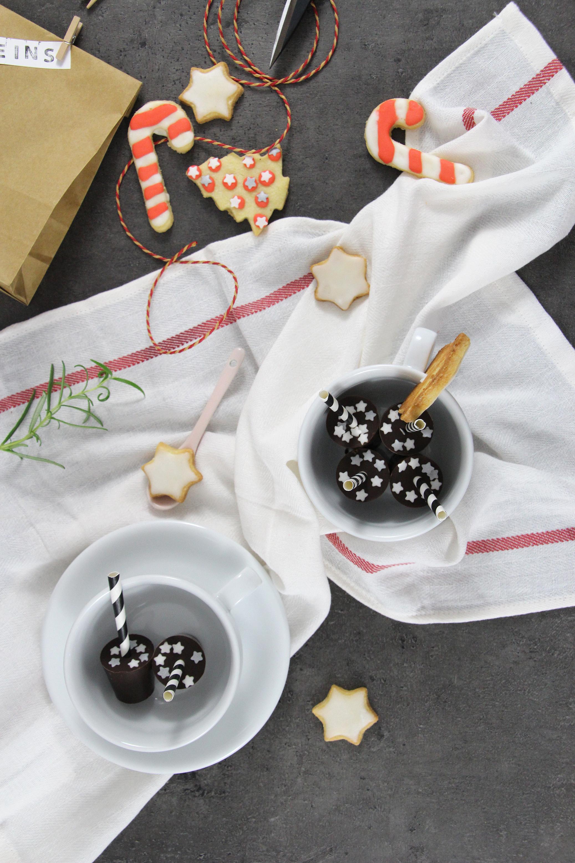 Füllideen für den Adventskalender - Tassenschokolade am Stiel