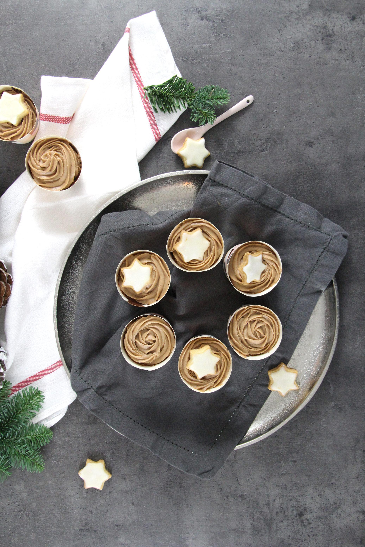 Nutella-Cupcakes mit Apfel und Haselnüssen