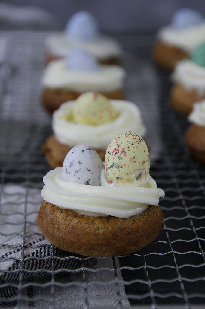 Brunchrezepte zu Ostern: Mini-Donut mit Frischkäsefrosting