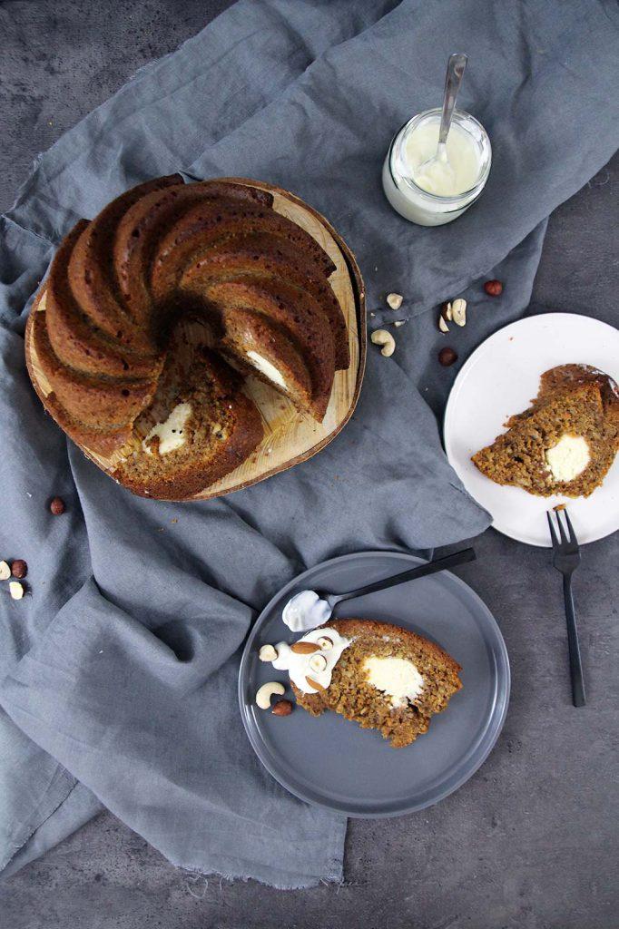 Carrot cake mit Cheesecake-Füllung