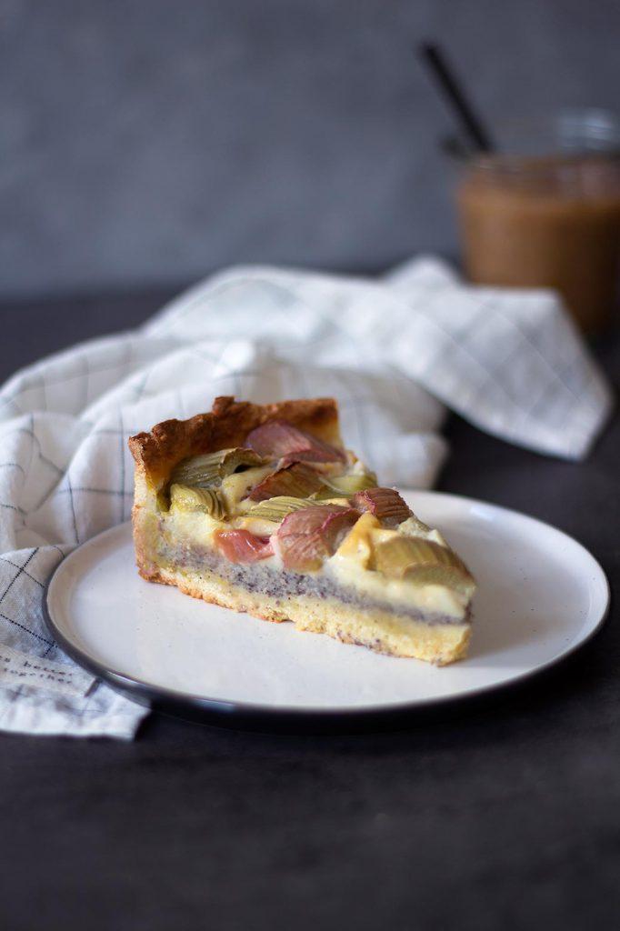 Rezept für Rhabarberkuchen mit Pudding und Mohn