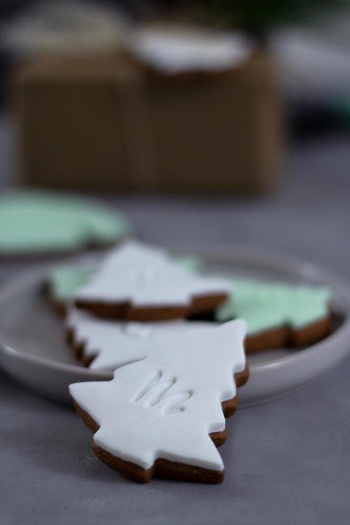 Essbare Platzkärtchen: Weihnachtskekse mit Fondant